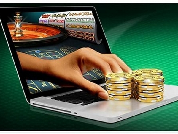 Выплачивают ли деньги в онлайн казино мальчиком играют в карты на раздевание